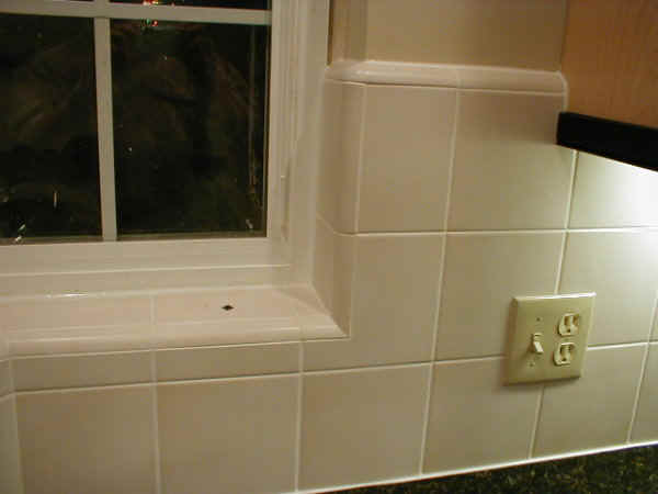 Tiling a backsplash corner
